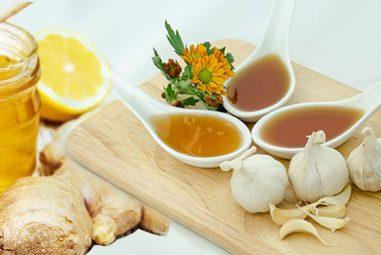 Cách làm mật ong lên men gừng chanh tỏi